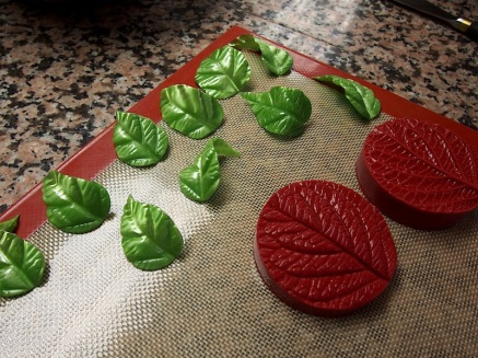 Cut and pressed sugar leaves