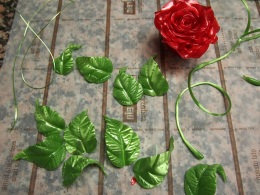 Sugar leaves, flower and stringy bits