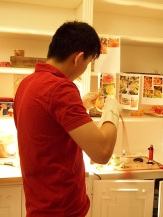 Master sugar si fu at work, blowing a sugar swan...